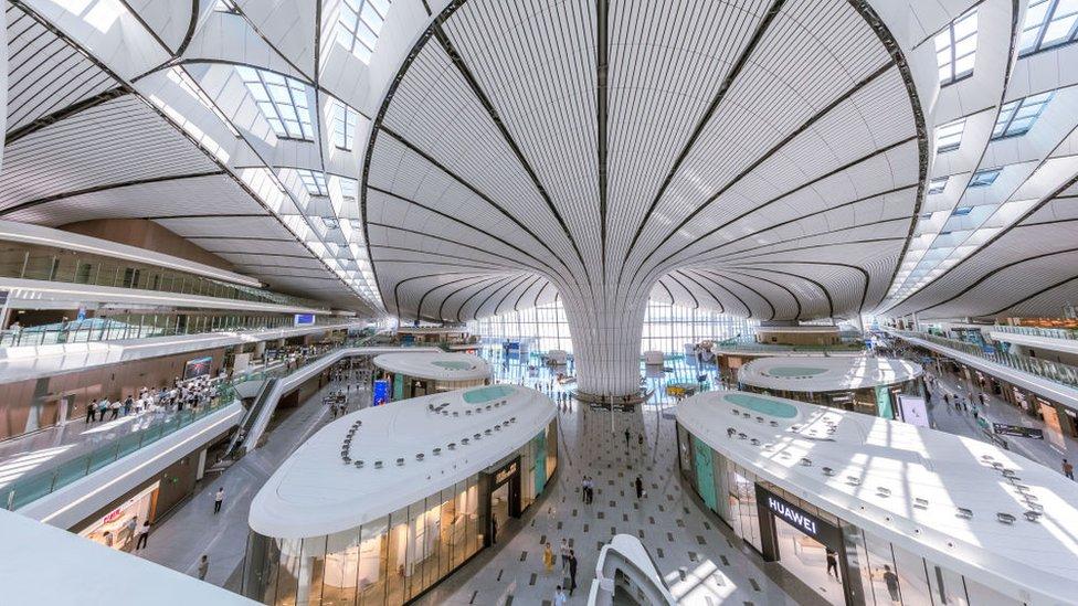 El nuevo aeropuerto más grande del mundo ya opera en Pekín