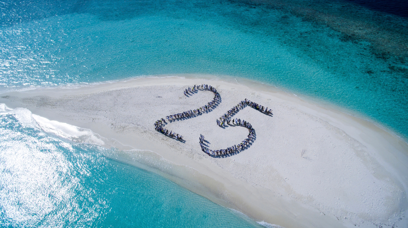 25 AÑOS DE LUJO SOSTENIBLE – FELICIDADES SONEVA FUSHI MALDIVAS
