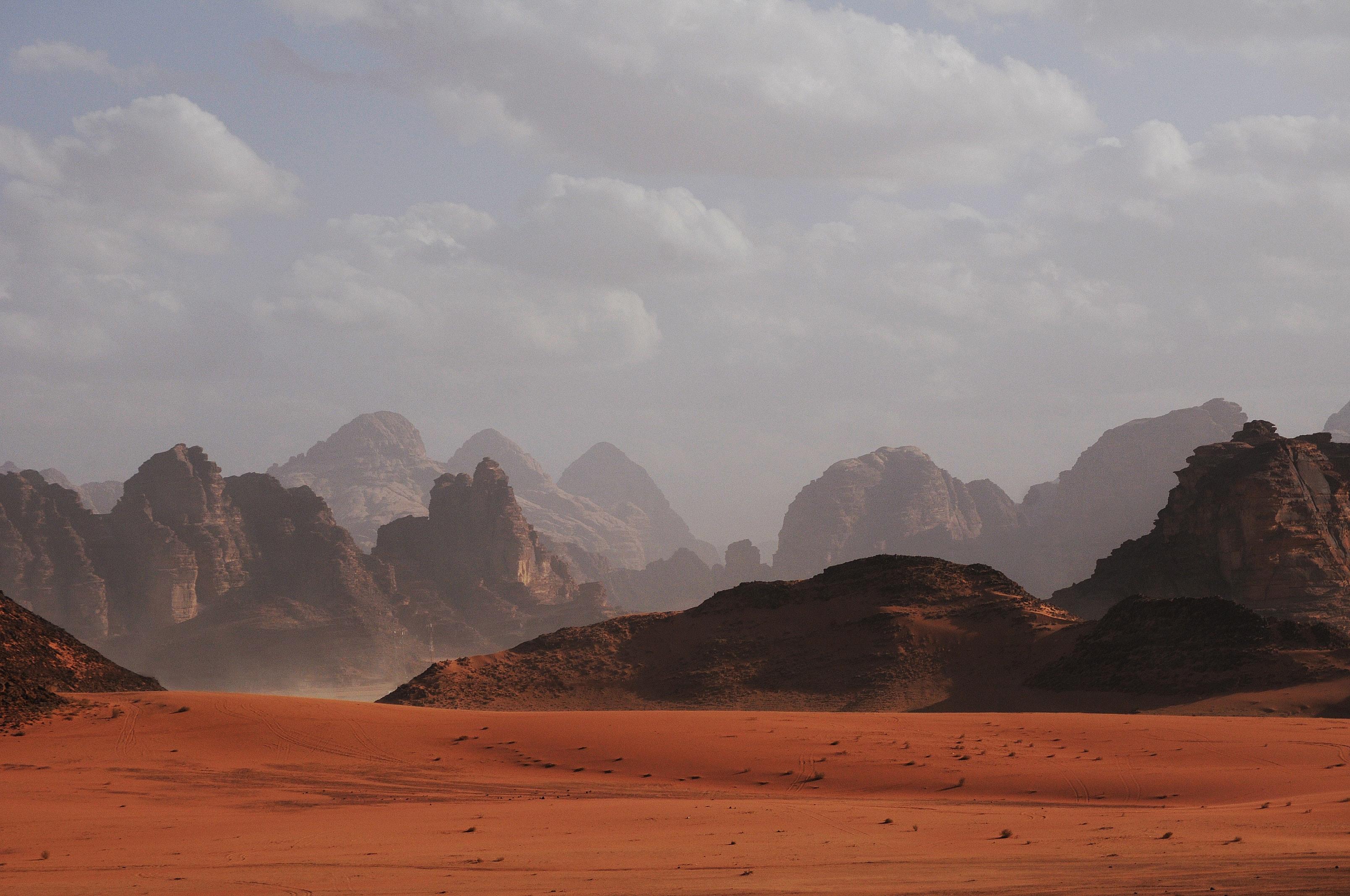 Así será el hotel de superlujo dentro de una montaña en el desierto